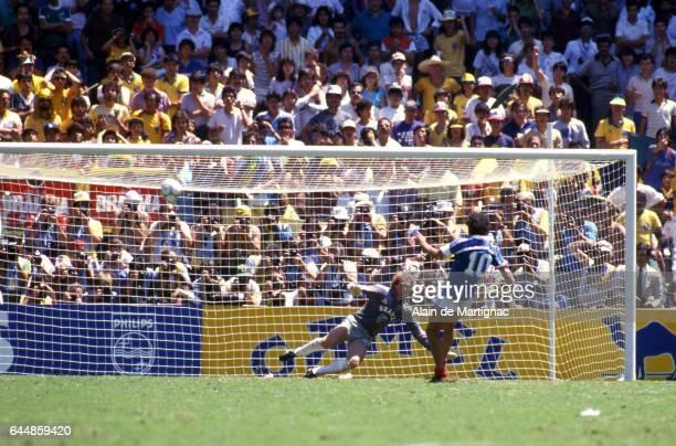 Penalty Rate Michel PLATINI France / Bresil 1/4Finale Coupe du Monde 1986 Guadalajara Photo Alain de Martignac / Icon Sport