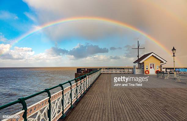 penarth pier rainbow - cardiff wales stockfoto's en -beelden