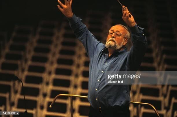 Penderecki Krzysztof *Komponist Dirigent PL als Dirigent bei einem Konzert mit dem RadioSymphonieorchester im Konzerthaus Berlin