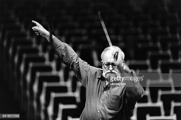 Penderecki Krzysztof *Komponist Dirigent PL als Dirigent bei einer Probe zu einemKonzert im Konzerthaus Berlin