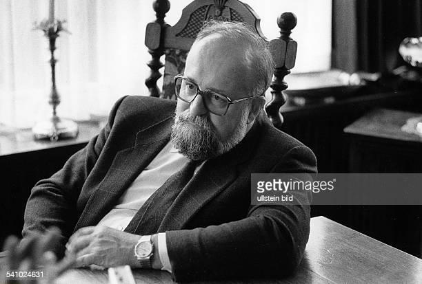 Penderecki Krzysztof *Komponist Dirigent PL Portrait in seiner Wohnung in Krakau 1987