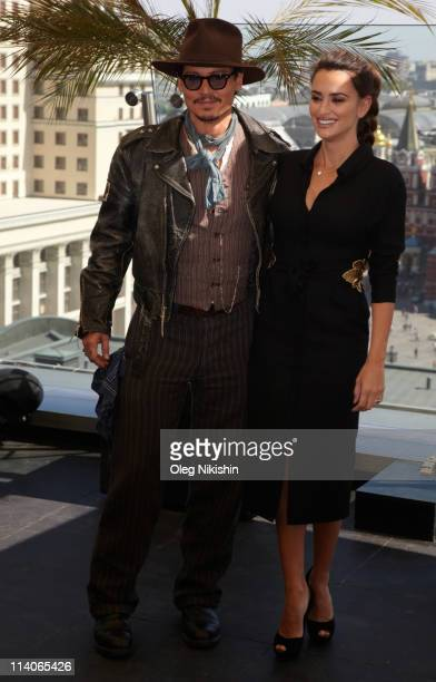 Penelope Cruz and Johnny Depp pose for a photocall before the Russian premiere of the film 'Pirates Of The Caribbean: On Stranger Tides' on the roof...