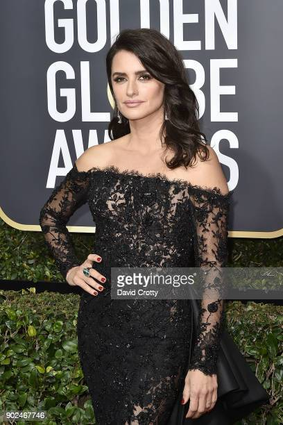 Penelope Cruz attends the 75th Annual Golden Globe Awards - Arrivals at The Beverly Hilton Hotel on January 7, 2018 in Beverly Hills, California.