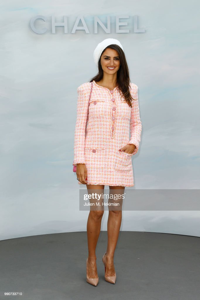 Chanel : Photocall - Paris Fashion Week - Haute Couture Fall Winter 2018/2019