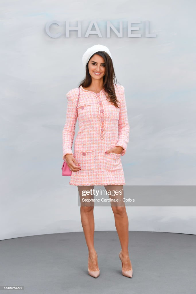 Chanel : Photocall - Paris Fashion Week - Haute Couture Fall/Winter 2018-2019