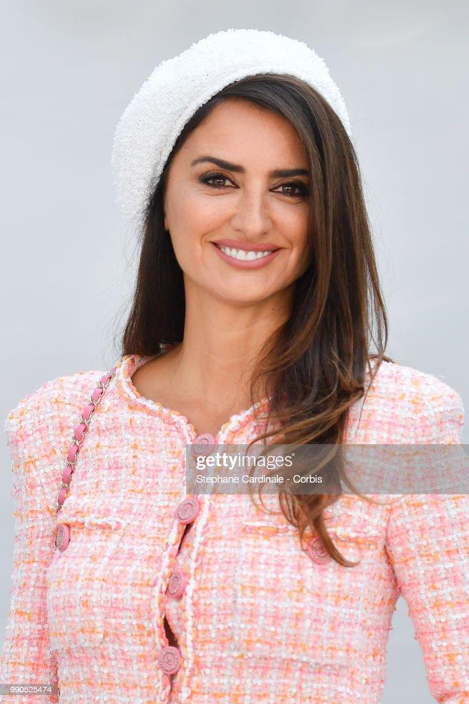Chanel : Photocall - Paris Fashion Week - Haute Couture Fall/Winter 2018-2019 : News Photo