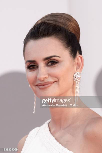 """Penelope Cruz attends the red carpet of the movie """"Competencia Oficial"""" during the 78th Venice International Film Festival on September 04, 2021 in..."""