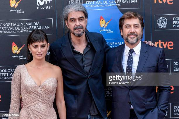 Penelope Cruz Fernando Leon de Aranoa and Javier Bardem attends 'Loving Pablo' photocall during 65th San Sebastian Film Festival on September 30 2017...