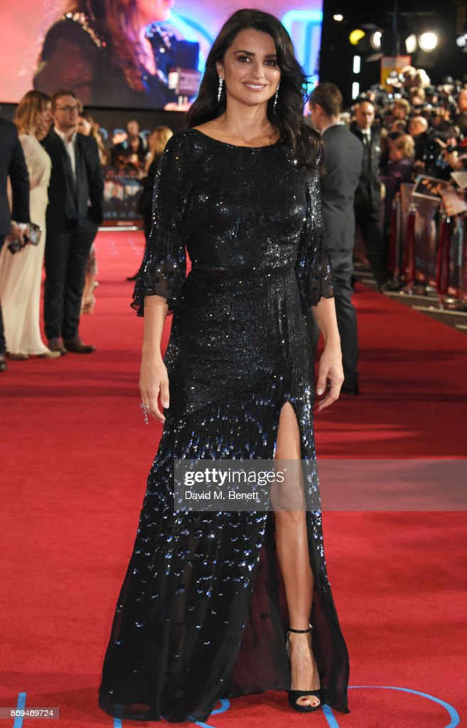 Penelope Cruz in Atelier Swarovski Fine Jewellery attends the World Premiere of 'Murder On The Orient Express' at The Royal Albert Hall on November 2, 2017 in London, England.