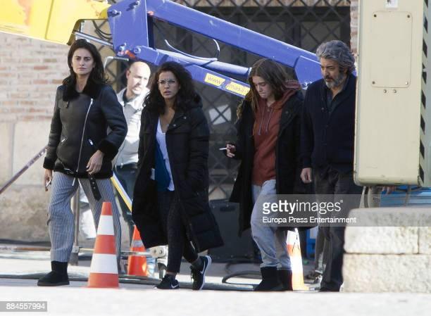 Penelope Cruz Inma Cuesta Carla Campra and Ricardo Darin are seen during the set filming of 'Todos lo Saben' on November 23 2017 in Madrid Spain