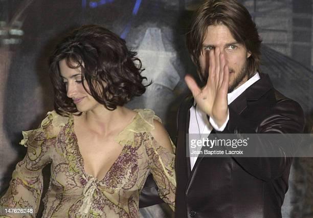 Penelope Cruz Tom Cruise during 'Minority Report' Premiere Paris at UGC Bercy in Paris France