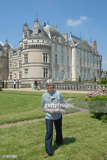 Penelope Fillon at the Chateau du Lude in the Sarthe for weekend gardeners A moment of discovery of the gardens of the castle along with Barbara de...