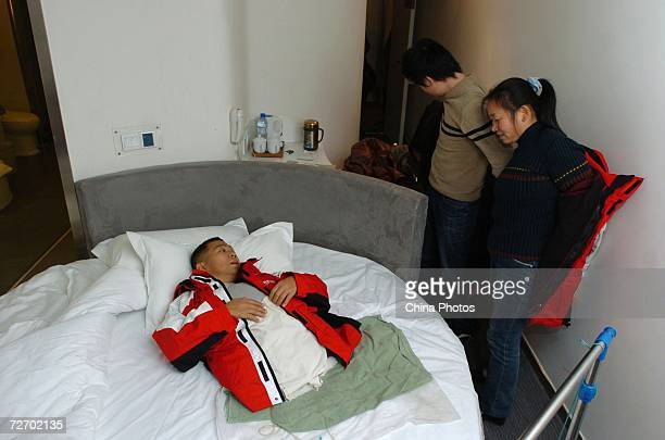 Peng Shuilin chats with his wife and son at a hotel December 2 2006 in Beijing China Peng Shuilin was hit by a freight truck in a traffic accident in...