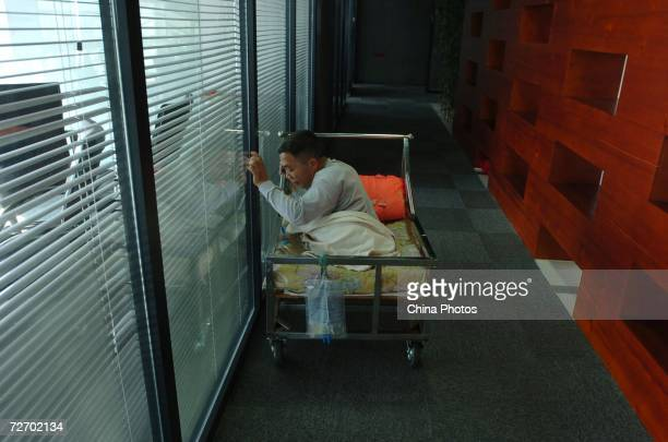Peng Shuilin exercises his hands December 2 2006 in Beijing China Peng Shuilin was hit by a freight truck in a traffic accident in 2004 and his body...