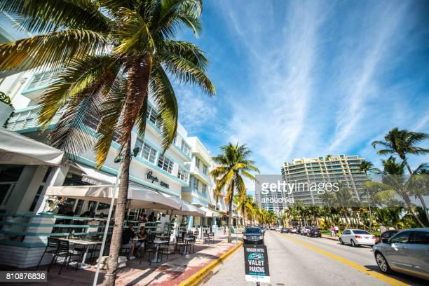 Penguin Hotel med Betjänad parkering skylt på Ocean Drive, Miami Beach, USA