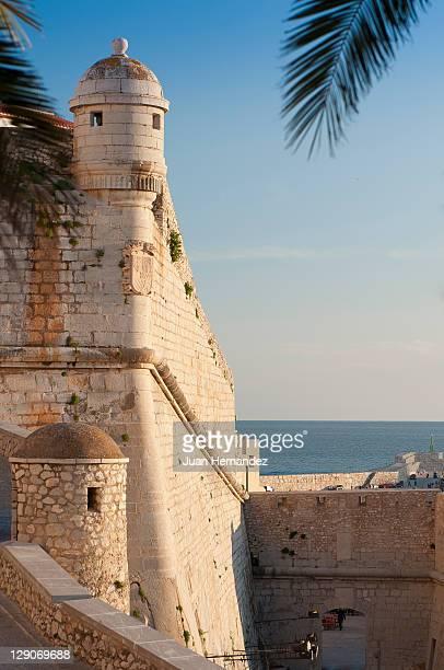 peniscola castle - peniscola photos et images de collection