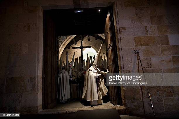 A penitent opens the church's door to start the Holy Week procession of the Cofradia Jesus Yacente on March 28 2013 in Zamora Spain Easter week is...