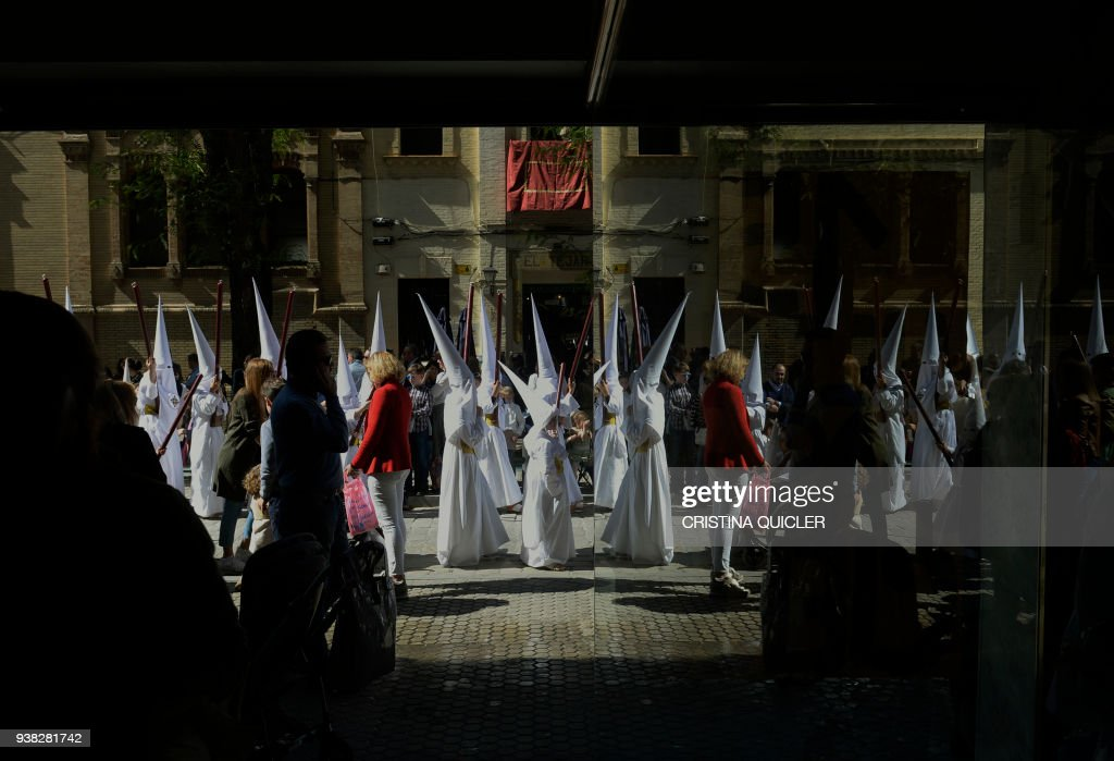TOPSHOT-SPAIN-RELIGION-CHRISTIANITY-HOLY WEEK-EASTER : News Photo