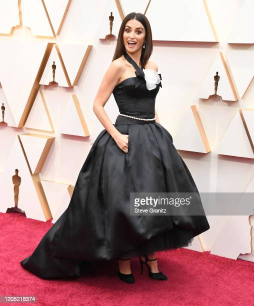 Penélope Cruz arrives at the 92nd Annual Academy Awards at Hollywood and Highland on February 09, 2020 in Hollywood, California.