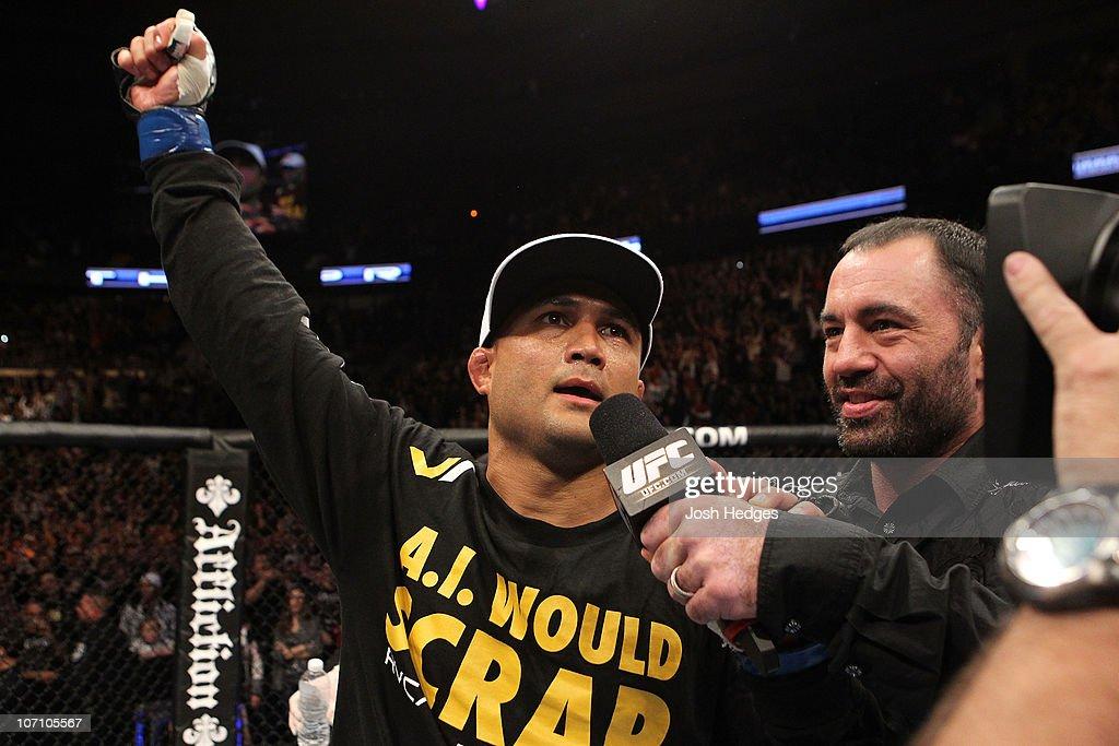 UFC 123: Penn v Hughes : News Photo