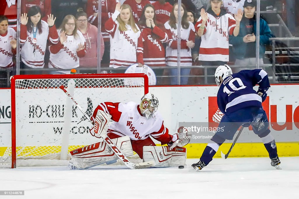 COLLEGE HOCKEY: JAN 27 Penn State at Wisconsin : News Photo