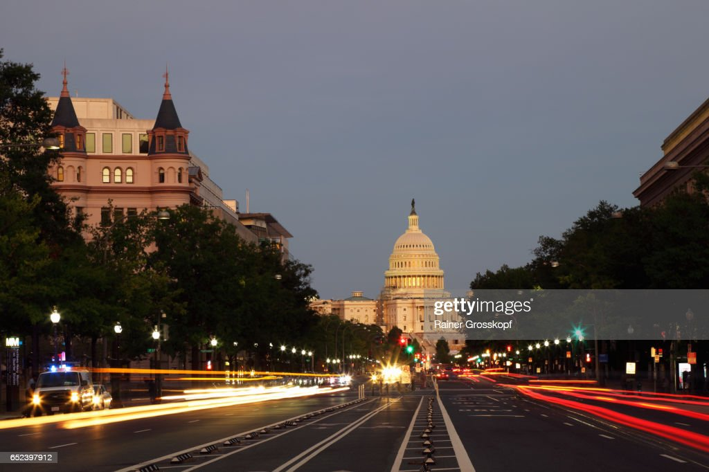 Pennsylvania Avenue and State Capitol at dawn : Stock-Foto