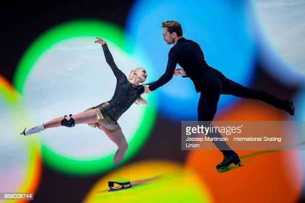 Penny Coomes and Nicholas Buckland of Great Britain perform in the Gala Exhibition during the Nebelhorn Trophy 2017 at Eissportzentrum on September...