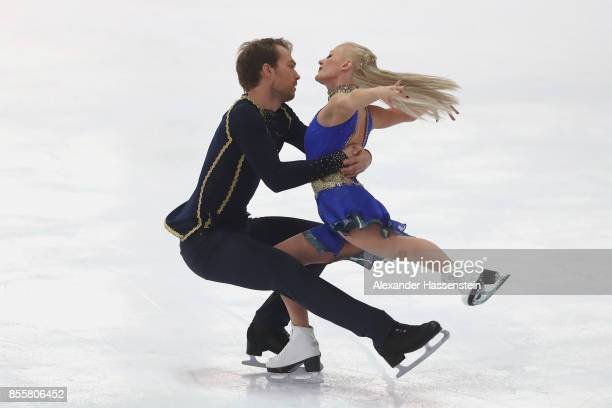 Penny Coomes and Nicholas Buckland of Great Britain performs at the Ice dance free dance skating during the 49 Nebelhorn Trophy 2017 at Eishalle...