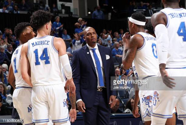 Penny Hardaway head coach of the Memphis Tigers talks with his team against the Tulane Green Wave during the first round of the American Athletic...