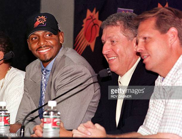 Penny Hardaway looks towards Phoenix Suns coach Danny Ainge and Suns owner Jerry Colangelo during a press conference at the America West Arena 05...