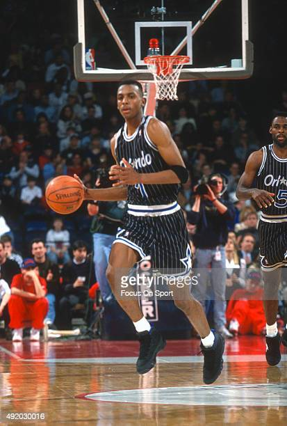 Penny Hardaway of the Orlando Magic dribbles the ball against the Washington Bullets during an NBA basketball game circa 1994 at US Airways Arena in...