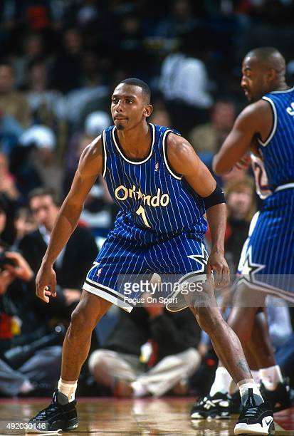 Penny Hardaway of the Orlando Magic in action against the Washington Bullets during an NBA basketball game circa 1997 at US Airways Arena in Landover...