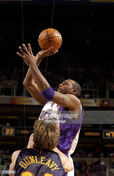 Penny Hardaway of the Phoenix Suns shoots against the Dallas Mavericks at America West Arena on November 28 2003 in Phoenix Arizona NOTE TO USER User...