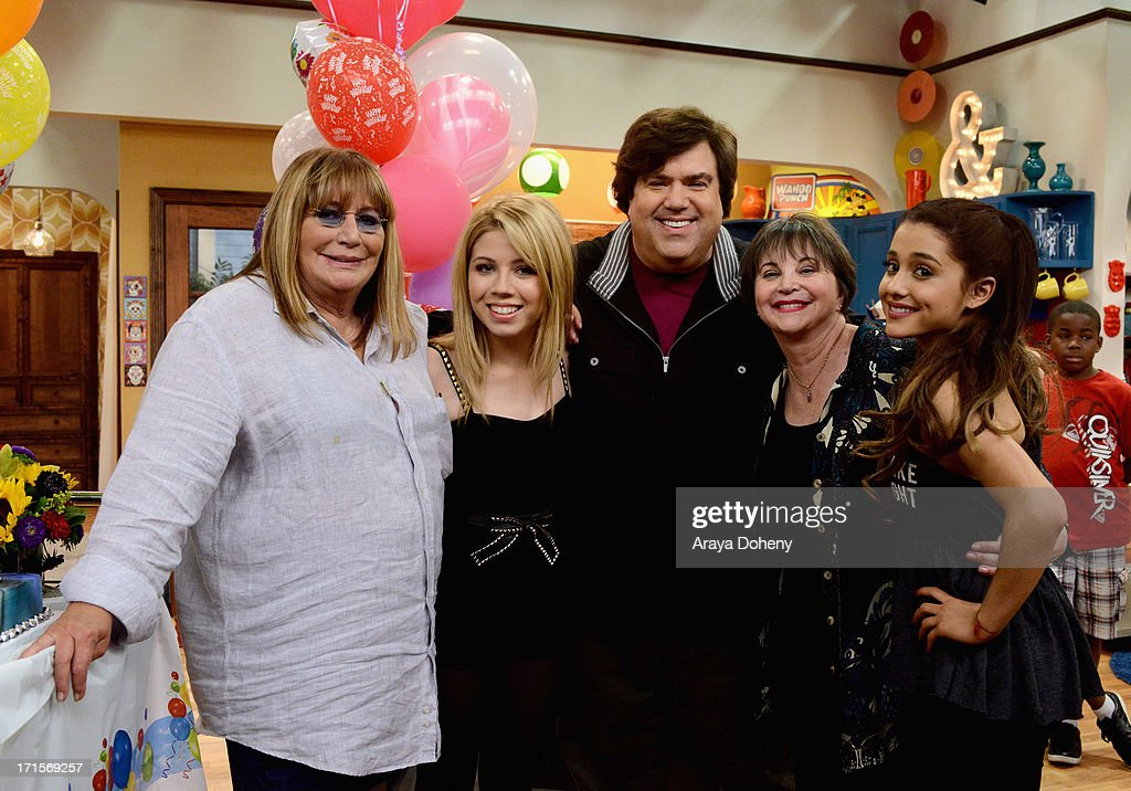 Penny Marshall and Cindy Williams make a guest appearance with creator/executive producer Dan Schneider on Nickelodeon's Sam & Cat, starring Jennette McCurdy and Ariana Grande on June 26, 2013 in Los Angeles, California.