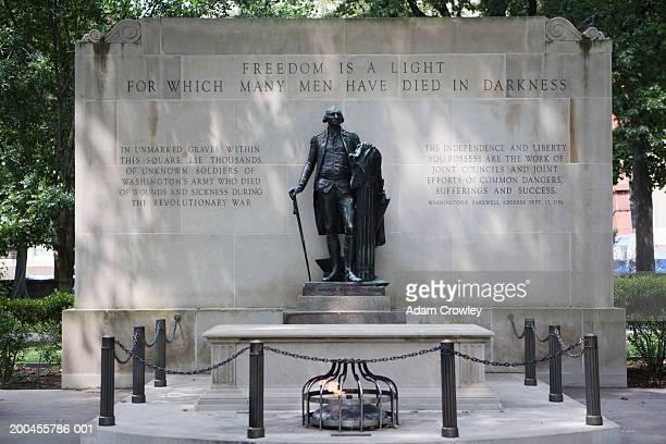 usa, pennysylvania, philadelphia, unknown american revolutionary tomb - pennsylvania stock pictures, royalty-free photos & images