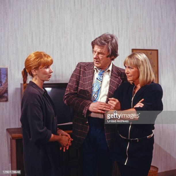 Pension Corona, Fernsehserie, Deutschland 1990, Darsteller: Ursela Monn, Herbert Bötticher, Monika Lundi.