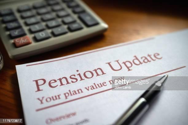 pension update/statement document - fondo pensionistico personale foto e immagini stock