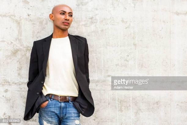 pensive gay black man leaning on concrete wall - oakland condado de alameda fotografías e imágenes de stock