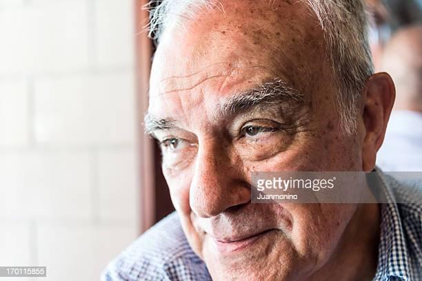 hispana senior hombre pensativo - hispanic person sick fotografías e imágenes de stock