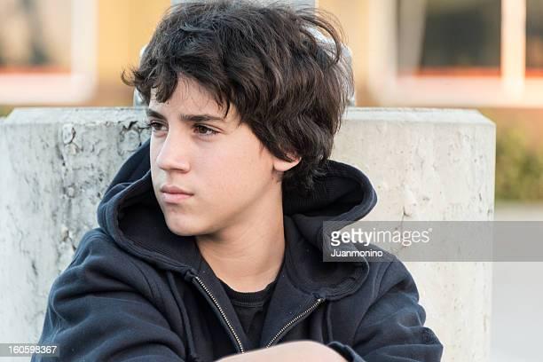 pensive teenager - endast tonårspojkar bildbanksfoton och bilder