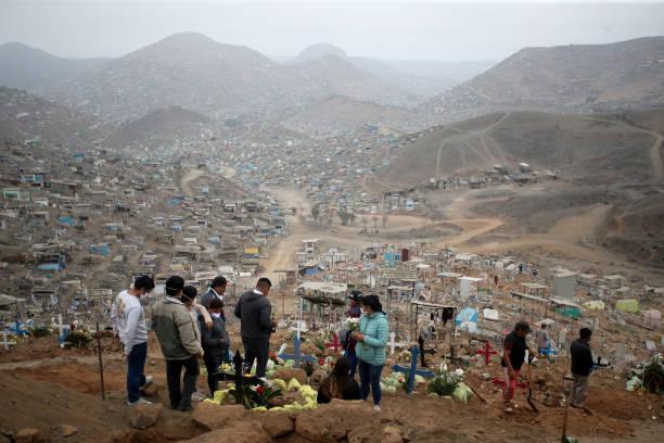 PER: Burials of COVID-19 Victims at Nueva Esperanza Cemetery