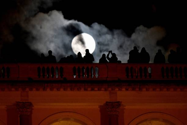 People admires the \'super moon\' from the Terrazza del Pincio, in ...
