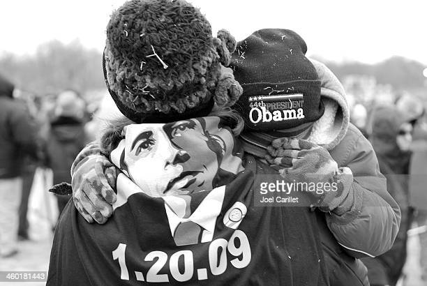 people and barack obama - barack obama black and white photo stock pictures, royalty-free photos & images