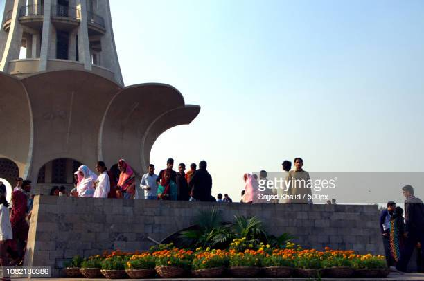 people and flowers at minar-e-pakistan - minar e pakistan stock pictures, royalty-free photos & images