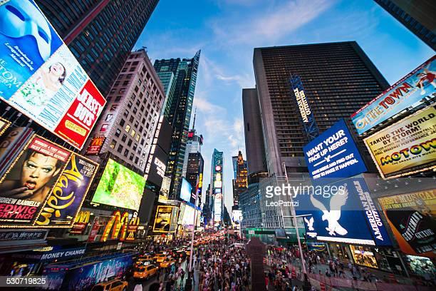 Personnes et le trafic de Times Square