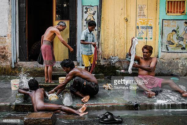 CONTENT] People are bathing and washing clothes on the streets of Kolkata