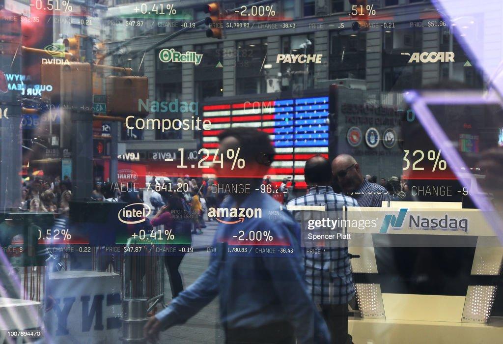 NASDAQ Falls On Tech Company Earnings Reports : News Photo