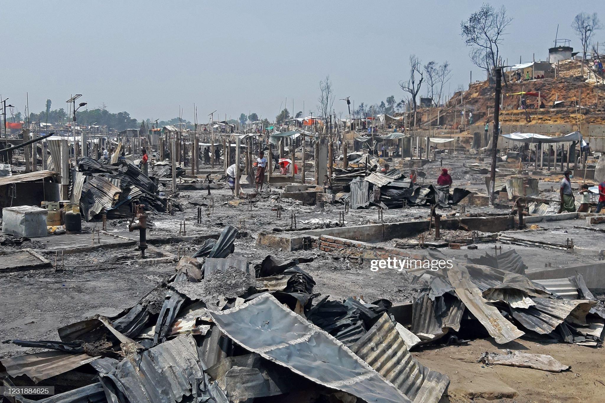 TOPSHOT-BANGLADESH-FIRE-REFUGEE-ROHINGYA : News Photo