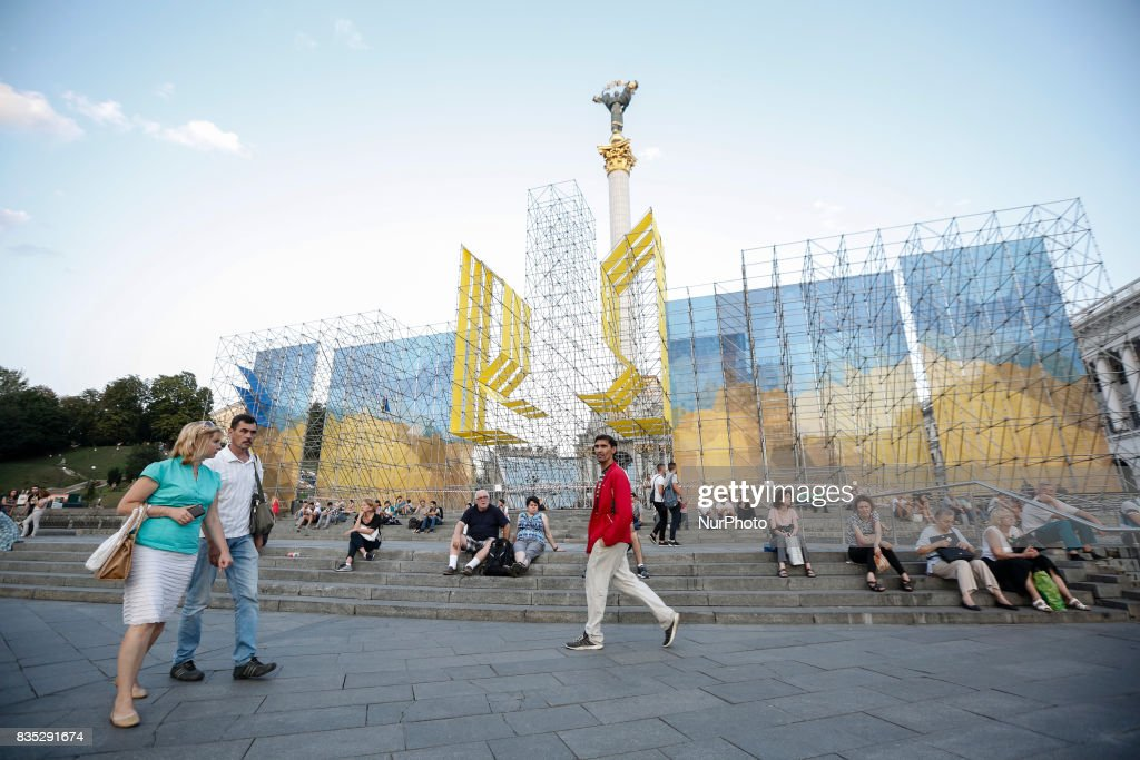 People are seen at a decorated Independence Square in Kyiv as about 4,5 thousands servicemen of different military units take part in military parade rehearsal on August 18, 2017. Ukraine will mark the 26th anniversary of its Independence on August 24, 2017.