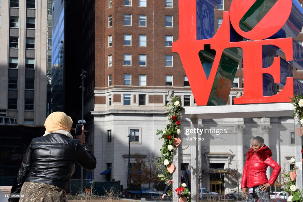 Valentines Day At Love Park, Philadelphia : News Photo